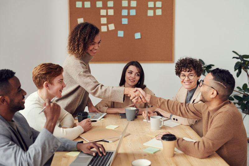 Gente en una reunión de negocios